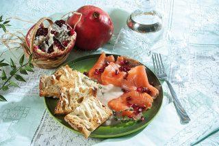 Crostini di salmone con crema di cannellini, un antipasto per le cene natalizie