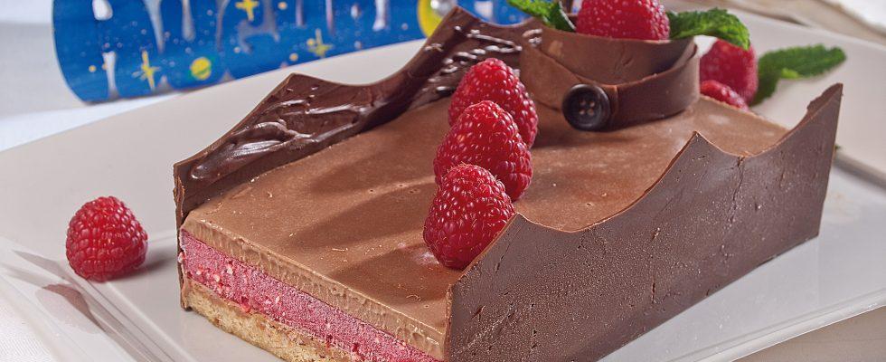 Delizia al cioccolato al latte e lamponi, un dolce gustoso e raffinato
