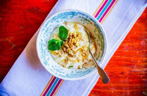 Dolce allo yogurt, un dolce al cucchiaio veloce e gustoso