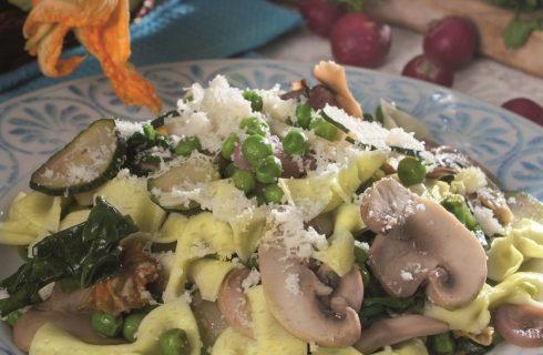 Farfalle alla menta con verdure colorate, un primo vegetariano fresco e saporito