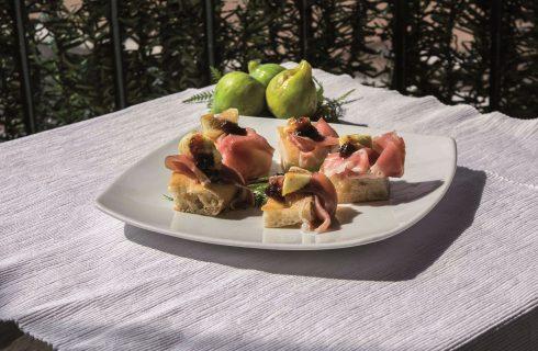 Focaccia con fichi e prosciutto, un appetizer facile ma raffinato