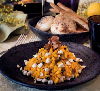 Fregola mimosa con pere e caprino, un primo piatto sardo