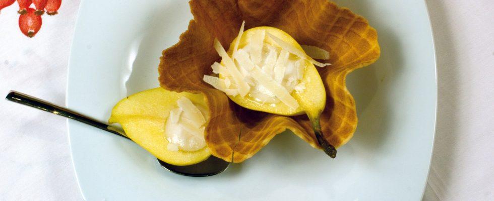 Gelato pere e pecorino, un dolce al cucchiaio fresco e goloso
