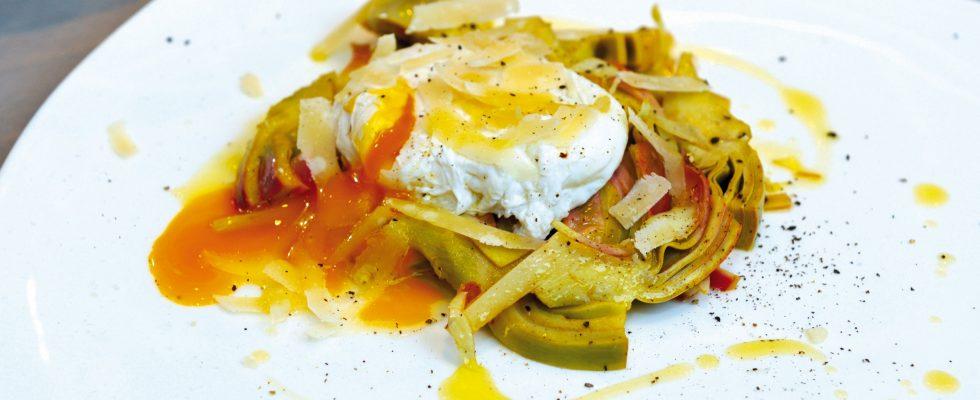 Insalata di carciofi, uova e parmigiano: la compagnia delle cene invernali