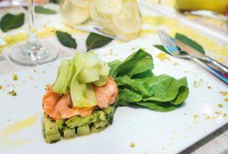 Insalata di cetrioli, salmone e zenzero: una ventata di freschezza