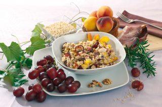 Insalata di riso frutta e speck, un insolito e gustoso primo freddo