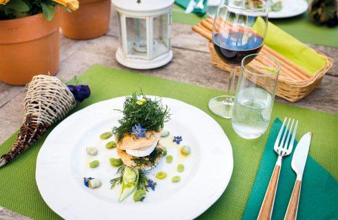 Millefoglie con caprino fresco, fave e finocchietto: un antipasto veggie e bello