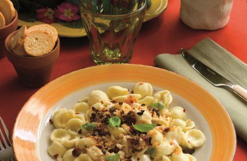 Orecchiette con burrata e briciole croccanti, un primo col meglio della Puglia