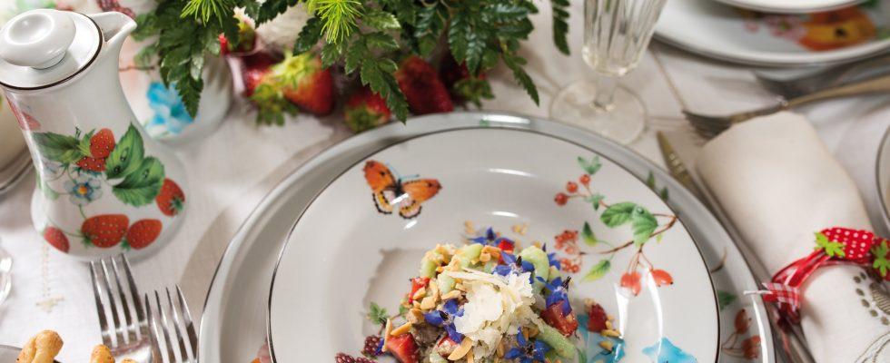 Pici verdi con salsiccia, fragole, mandorle e fiori di borragine: un primo toscano