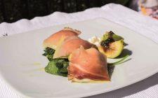 Ravioli di speck con stracchino e fichi, primo piatto con cuore dolce