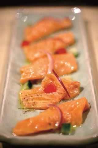 Salmone con verdure, un secondo che sa d'estate