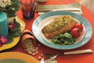 Salmone in crosta al basilico, un secondo croccante e gustoso da fare al volo