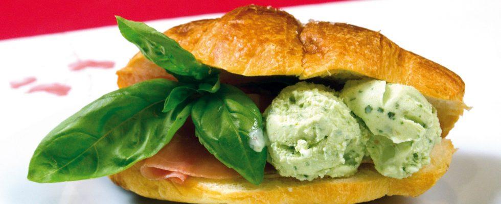 Cornetto con prosciutto crudo e gelato al basilico, un appetizer rustico e sfizioso