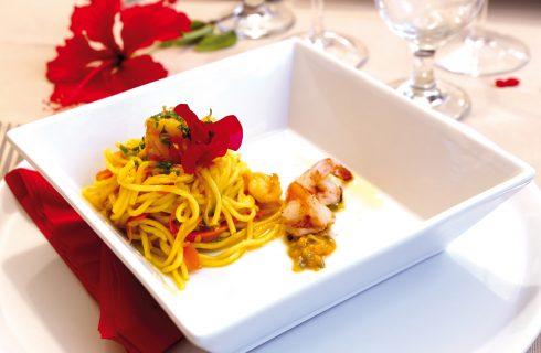 Tagliolini freschi con zafferano e passion fruit, un primo piatto estivo