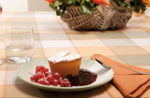 Tortino di polenta con frutti di bosco: senza glutine