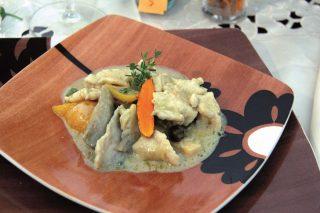Straccetti di pollo con curcuma e coriandolo, un secondo piatto ai sapori orientali