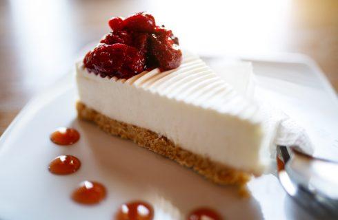 La cheesecake con latte condensato e philadelphia con la ricetta golosa