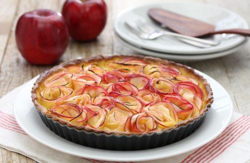 La crostata con rose di mele da preparare per la Festa della mamma