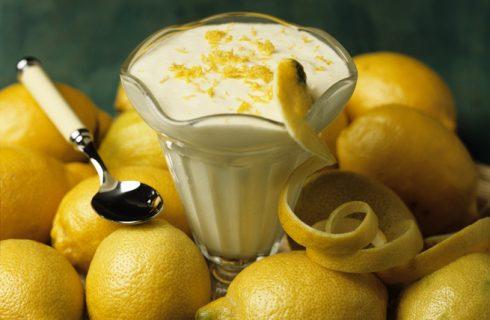 La mousse al limone con mascarpone per il dessert di fine pasto