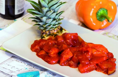 Seitan in agrodolce con peperoni e ananas