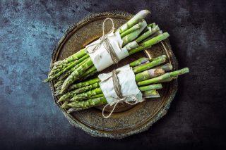 Le 10 migliori ricette con gli asparagi da cucinare prima che la primavera finisca