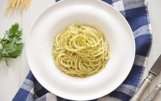 Spaghettoni mollicati con colatura di alici: primo semplicissimo