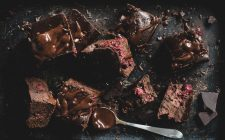 Torta con cioccolato e ciliegie, la ricetta