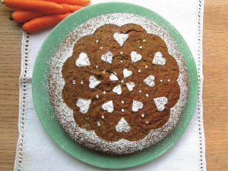 Torta scura alle carote con crema al formaggio: con il bimby