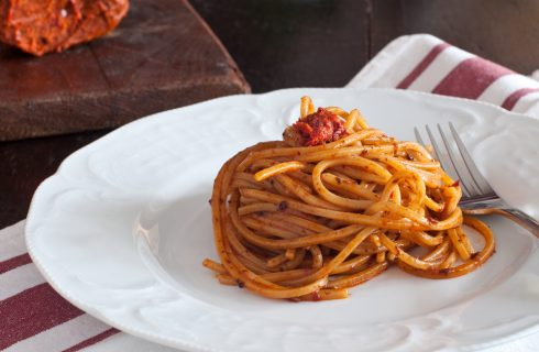 Spaghetti al ragù di nduja, tradizione calabrese