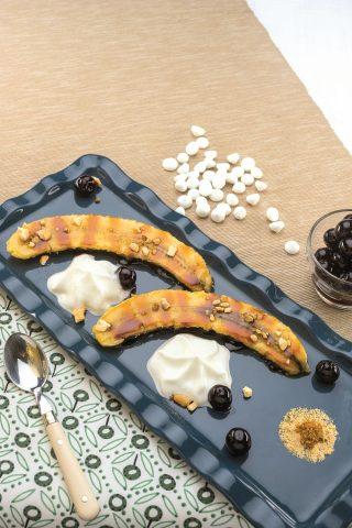 Banane grigliate con salsa al caramello al barbecue