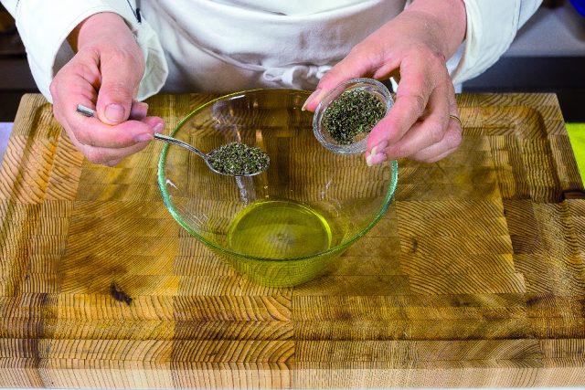 braciole-di-vitello-al-rosmarino-con-contorno-di-funghi-e-cipolle-grigliati-a1920-1