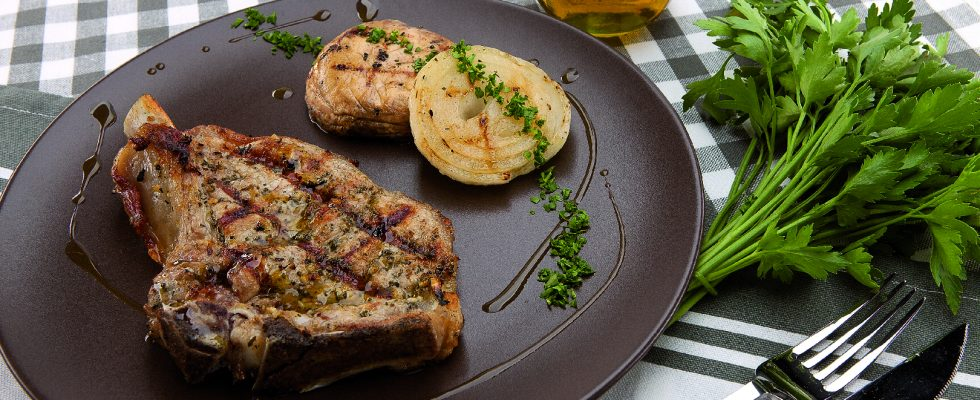 Braciole di vitello al rosmarino al barbecue, secondo leggero