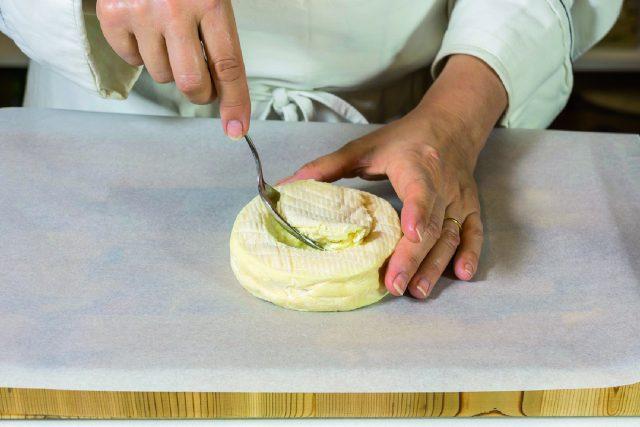 camembert-fondant-con-crostini-di-baguette-croccanti-a1839-1