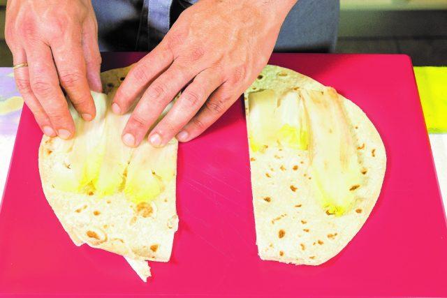 cannellone-di-piadina-al-barbecue-con-formaggio-e-nduja-a1904-1bs