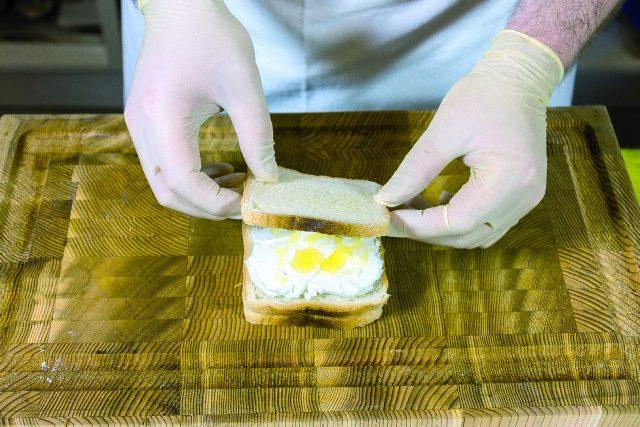 club-sandwich-gourmet-con-nduja-caprino-miele-e-salsa-di-basilico-e-noci-a1926-1