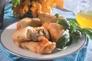 Fiori di zucca ripieni di spigola e mozzarella, un antipasto croccante e filante