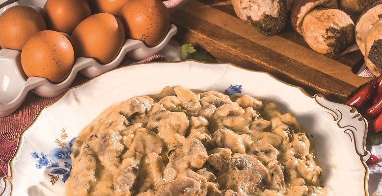 Fricassea di vitello con funghi, un secondo piatto dalla cucina francese