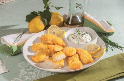 Frittelle di baccalà con salsa allo yogurt greco, un antipasto sfizioso e fresco