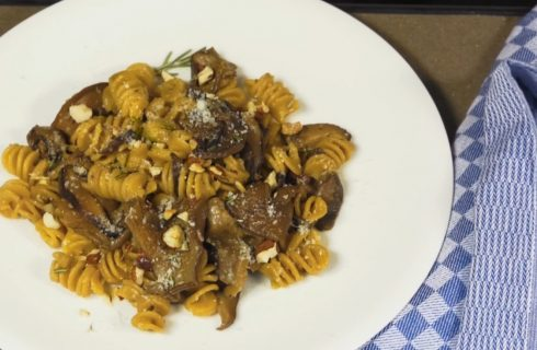 Fusilli con ragù di funghi e nocciole, primo profumato