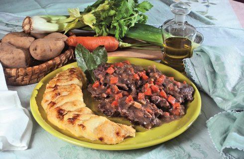 Ganascini al marsala con patate al latte, un secondo piatto di manzo morbido e succulento