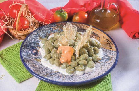 Gnocchetti al basilico con aria di pomodoro, un primo piatto sfizioso e colorato