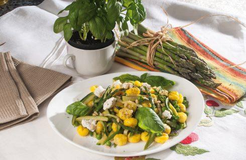 Gnocchi ortolani con caprino fresco, un primo piatto di colorata pasta fresca e verdure