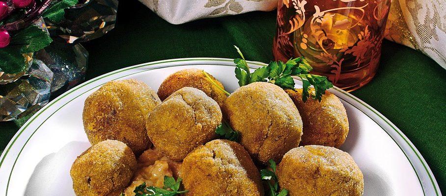 Hummus di zucca e ceci con polpette di merluzzo, un secondo piatto croccante e completo