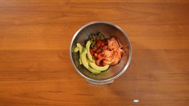 insalata-di-farro-salmone-e-avocado-step-3