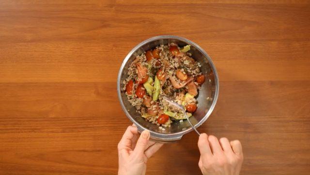 insalata-di-farro-salmone-e-avocado-step-4
