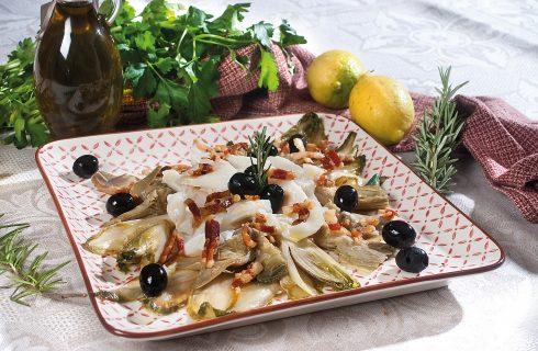 Insalata invernale di baccalà alle olive con carciofi e indivia, un secondo dal gusto deciso