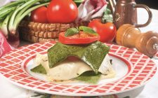 Lasagne bicolore alla caprese, un primo piatto vegetariano colorato e delizioso