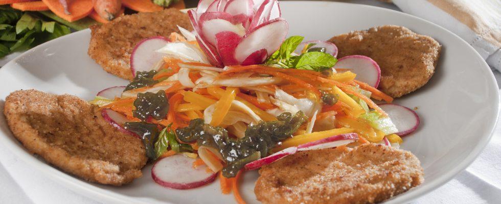 Lombata alla milanese con insalata, un secondo sfizioso e completo