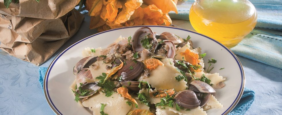 Maltagliati di grano duro con vongole veraci e fiori di zucca, un primo piatto insolitamente squisito