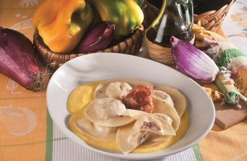 Mezzelune in salsa di peperone giallo, un primo piatto dal gusto intenso